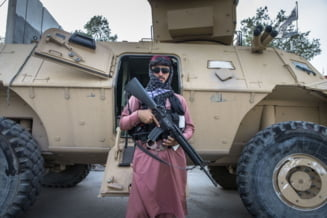 Situație șocantă în Afganistan: Talibanii au ucis patru presupuşi răpitori şi le-au atârnat cadavrele în public