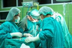 Situatie critica la Hunedoara. Nu mai sunt locuri la Terapie Intensiva, trei pacienti fiind transferati la Arad