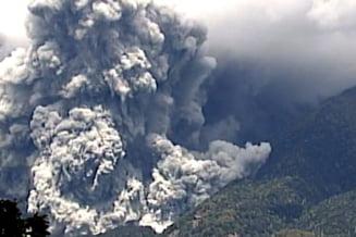 Situatie dramatica in Japonia: Vulcanul Ontake erupe incontinuu, oamenii nu pot fi salvati