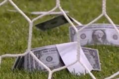 Situatie nemaintalnita la Campionatul European de tineret: In teren au fost aruncati bani falsi