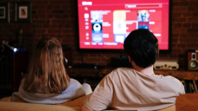 Smart TV-urile vor acapara curând întreaga piață de televizoare: ce poți face cu un televizor inteligent