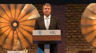 Societatea Timisoara ii cere presedintelui Iohannis sa retraga decoratiile celor condamnati penal definitiv. Cap de lista este Adrian Nastase
