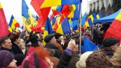Societatea civila a dat o palma diplomatiei romane - la Chisinau s-a cerut Unire!