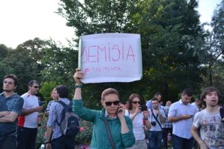 Societatea civila iese in strada: La Bucuresti se cere iar demisia lui Ponta