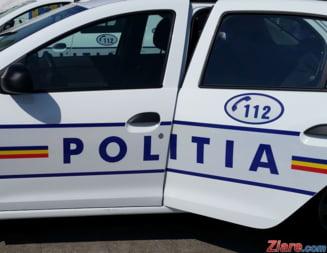 Sofer obligat de un politist sa dea jos tricolorul de pe masina. Reactia Politiei Capitalei