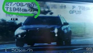 Sofer prins de politisti gonind cu 184 km/h pe drumurile din Bacau