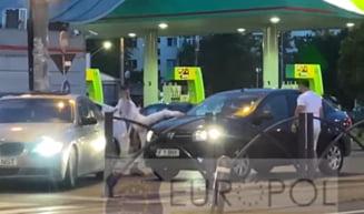 Soferul cu BMW care a blocat un Logan in trafic si l-a atacat pe sofer a fost retinut. Prietena lui inca e cautata de politisti VIDEO