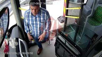 """Soferul de autobuz care a lovit o fata pe trecerea de pietoni: """"Mancam branza cu ceapa si m-am aplecat dupa o bucata de paine"""" VIDEO"""