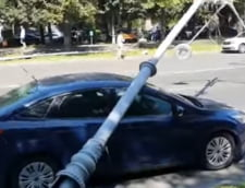 "Soferul peste masina caruia s-a prabusit stalpul smuls de elicopterul american: ""Am incercat sa accelerez cat am putut"" VIDEO"
