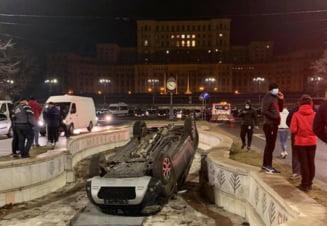Soferul unei Dacia Duster a plonjat cu masina intr-o fantana din fata Palatului Parlamentului. Al treilea accident similar in patru zile