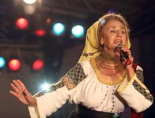 """Sofia Vicoveanca, iesire nervoasa in timpul concertului fata de tinerii care dansau langa scena: """"Nu vreau sa jucati in fata publicului! Hai, afara!"""" VIDEO"""