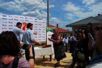 Solidaritate romaneasca si mentalitate de sinistrat. 30 de familii o iau de la zero