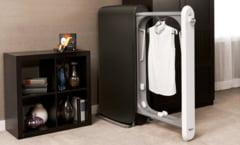Solutia uluitoare gasita pentru a improspata hainele fara spalare (Video)