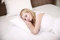 Somnul insuficient afecteaza metabolismul si speranta de viata. Ce patesc copiii