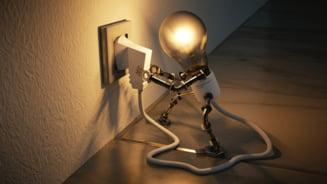 Sondaj: Patru din zece romani vor sa-si schimbe furnizorul de energie electrica