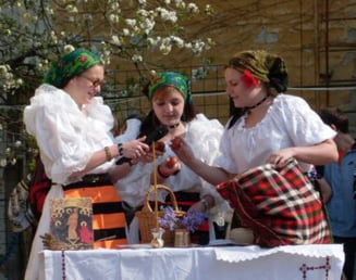 Sondaj: Romanii iubesc traditiile de Paste