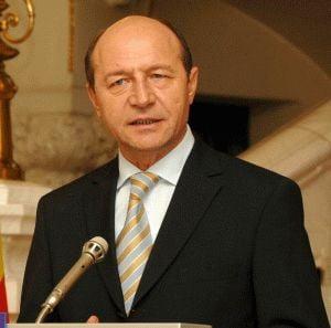 Sondaj CURS: Basescu i-ar bate pe Geoana si Antonescu in turul II