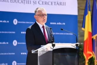"""Sorin Cimpeanu: """"Elevii vor putea participa fizic la examenele de evaluare, care ne vor arata unde suntem dupa un an de predare online"""""""