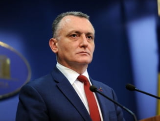 "Sorin Cimpeanu a trimis Ministerului Sanatatii ""rugamintea"" ca elevii din clasele a VIII-a si a XII-a sa poata sa mearga la scoala si in scenariul rosu"