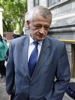 Sorin Oprescu, audiat de procurori: O sa treaca si moda asta a primarilor luati de DNA (Video)