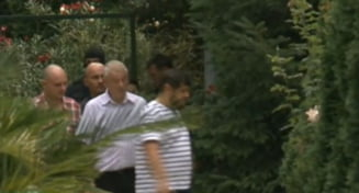 "Sorin Oprescu, catre un suspect, pe holurile DNA: ""Nu dam declaratii! Banii erau marcati?"""