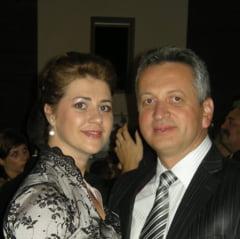 """Sotia lui Relu Fenechiu, abonata la contracte cu statul atribuite direct. Reactia fostului ministru: """"Noi cu asta ne ocupam"""""""