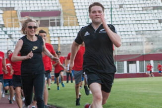 Sova, dupa ce a alergat cu Szabo: Trebuia chemat cineva sa alerge cu doamna Udrea in brate