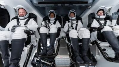 SpaceX se pregăteşte să trimită pe orbită primul echipaj exclusiv civil