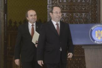 Specialisti in Drept constitutional: CCR l-a facut pe Toader un super-ministru cu puteri peste procurori. Ce poate face Iohannis