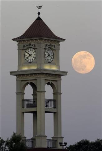 Spectacol ceresc - cea mai mare si stralucitoare luna din acest an (Galerie foto)