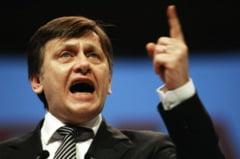 Spectaculoasa prabusire fara parasuta a lui Crin Antonescu (Opinii)