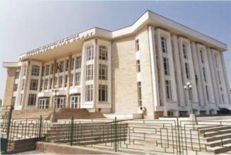 Spiru Haret intra in legalitate: Absolventii din 2009 isi primesc diplomele de licenta