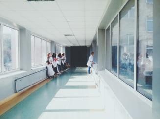 Spitalele private care au contracte cu CNAS, obligate sa afiseze la vedere si pe site-urile proprii tarifele percepute pe durata internarii