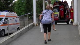 Spitalul din Targu Jiu, reactie dupa ce o pacienta a fost carata in spate: Regretam profund