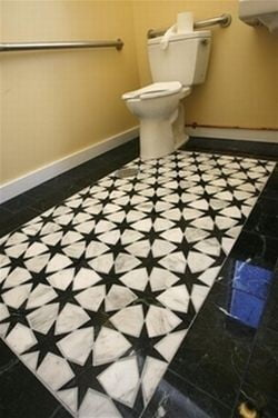 Spre binele barbatilor, colacul de la WC trebuie sa stea jos!