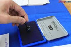 Stampilele dintr-o sectie de votare au fost aruncate pe foc
