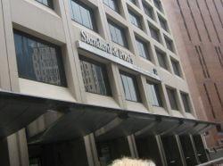 Standard & Poor's ar putea reduce ratingurile bancilor din Romania