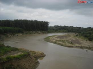 Stare de alerta: Cod rosu de inundatii in 3 judete, unde vor fi depasite cotele de pericol