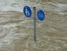 Stare de alerta: Hidrologii nu exclud emiterea unui cod rosu de inundatii pentru mai multe judete