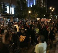 Stare de urgenta in SUA dupa proteste violente - un manifestant a fost impuscat (Video)