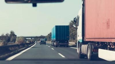 Statele UE din Europa de Est, printre care si Romania, ar putea contesta in instanta noile reglementari rutiere (Reuters)