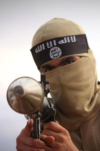 Statul Islamic a incendiat o uzina: 1.000 de persoane intoxicate cu sulf
