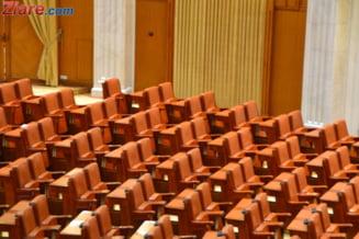 Statutul parlamentarilor, neconstitutional - USL isi striga nemultumirea: CCR sa se autodizolve! (Video)