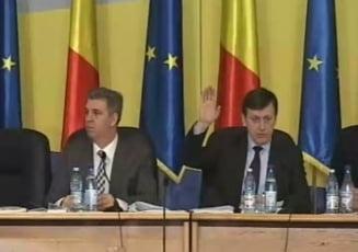Statutul parlamentarilor, retrimis la comisie. Conflict PNL - PSD (Video)
