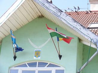Steagul Ungariei, arborat pe o primarie din Romania