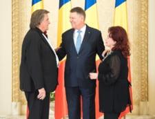Stela Popescu, Florin Piersic si membrii formatiei Cargo au fost decorati de Iohannis