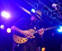 """Steven Seagal, nou scandal: Concert cu poza """"fratelui Putin"""" pe piept"""