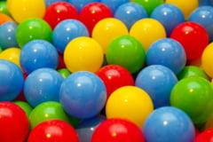 Stiai ca locurile de joaca cu bile pentru copii pot contine microbi periculosi?