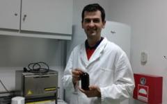 Sticluta vindecatoare cu suc din coji de fructe l-a adus pe cercetatorul Dan Vodnar in semifinala unui concurs organizat de Comisia Europeana