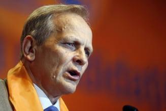 Stolojan: Basescu trebuie sa mearga la Bruxelles; este mai credibil decat Ponta